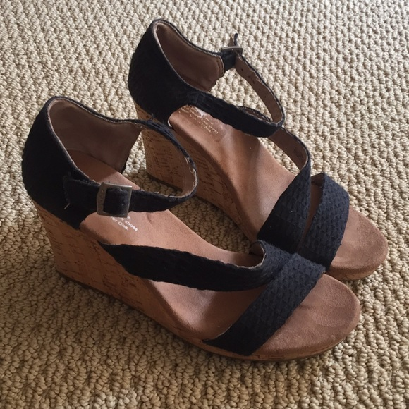 17b92ef630d942 Toms Shoes - TOMS wedge heel women s 9.5
